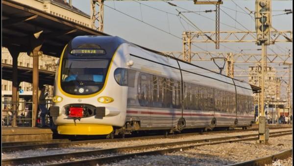 Niskopodni vlak za regionalni promet u Zagreb Glavnom kolodvoru, © zeljeznice.net, zeljko256