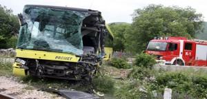 Putnički vlak naletio na autobus u Primorskom Docu, sedam ozlijeđenih!