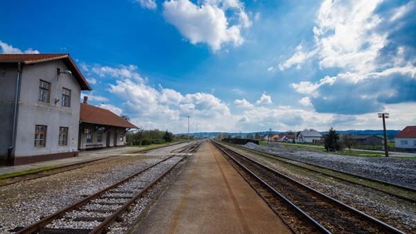 željeznička stanica u Suhoplju © zeljeznice.net, Darude