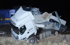Od siline udarca kamion je gotovo prepolovljen © danas.net.hr