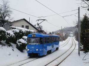 Tramvajska solo kola ČKD-Tatra na liniji 15 u zimskim uvjetima © zeljeznice.net, tram4
